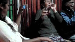 Viejos fumando marihuana