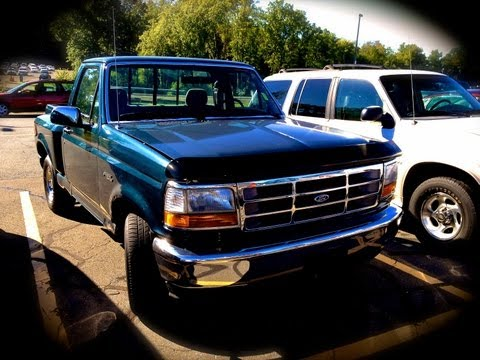 1995 Ford F-150 Flare Side 4.9L Straight-6 Start Up. Quick Tour. & Rev With Exhaust View - 118K