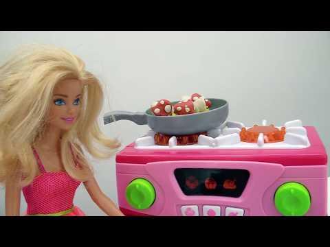 Жизнь #Барби под УГРОЗОЙ💥: #Кен и Барби жарят МУХОМОРЫ на ужин🙈🍄 Видео для девочек на #Мамыидочки
