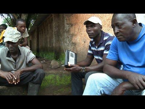 Ebola: la radio, arme de guerre anti-rumeurs en Sierra-Leone