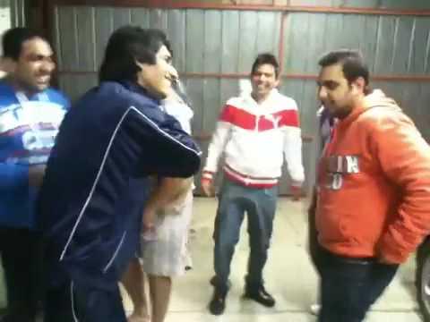 Dekh Lao Punjabi Munde Kida Raula Paunde Nee... video