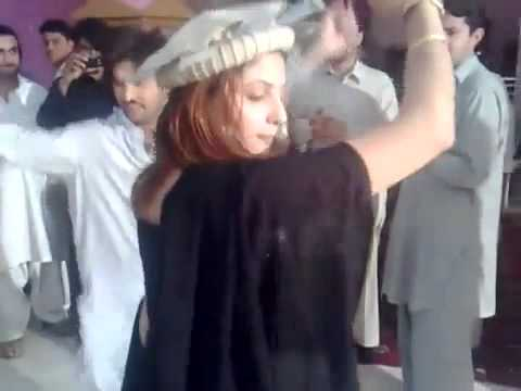 NEW PUNJABI GIRL DANCE WITH PASHTO MASTMUSIC  _ WEDDING (PESHAWARI...