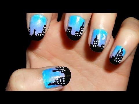 Uñas con edificios/ciudad de noche
