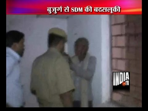 An old man was beaten by SDM in Tikamgarh district of Madhya Pradesh
