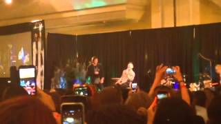 Jensen Ackles singing Eye of the Tiger at #NJCon (another version)