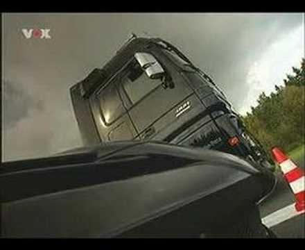 Mercedes-Benz Actros Black Edition VS SLR AMG