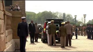 Raw: Mandelas Body Brought to Pretoria