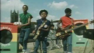 Watch Musical Youth Pass The Dutchie video