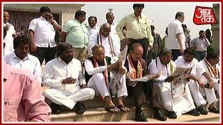 Congress, JDS MLAs' Protest Continue Outside Vidhan Soudha; H.D. Deve Gowda Also Arrives For Protest