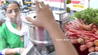 GAJAR JUICE MAKER IN INDIAN STREETS     Carrot Juice   HEALTHIEST STREET FOODS IN INDIA