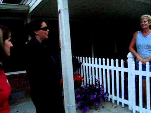 Hillary the Exterminator 1x10