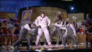 Shaq dances with Jabbawockeez at All Star
