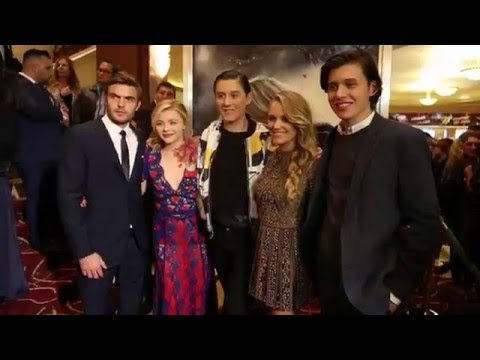 The 5th Wave Fan Screening Red Carpet - Chloe Grace Moretz, Nick Robinson, Alex Roe, Maika Monroe