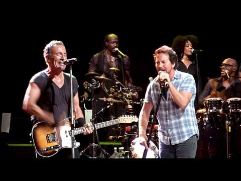 Highway to Hell Bruce Springsteen w Eddie Vedder Brisbane Entertainment Centre 26 2 2014