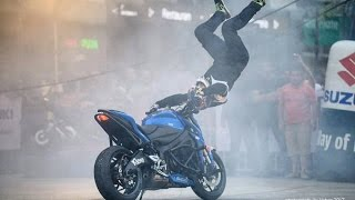 Amazing Stunts with Suzuki Gixxer 2017
