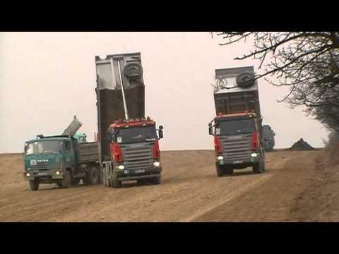 Plumlovská přehrada - Stroje a lidé pracují více jak na 100% ....