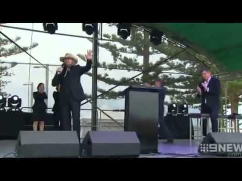 VIDEO Bee Gee Barry Gibb welcomed in Queensland