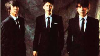 download lagu Super Junior - Kkoomkkooneun Hero.mp3 gratis
