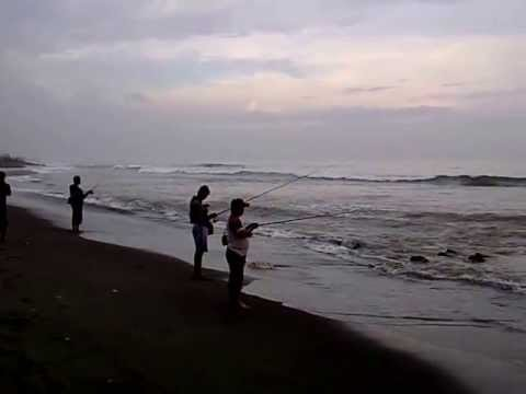 Mancing mania di Pantai Biaung