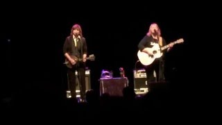Watch Indigo Girls Yield video