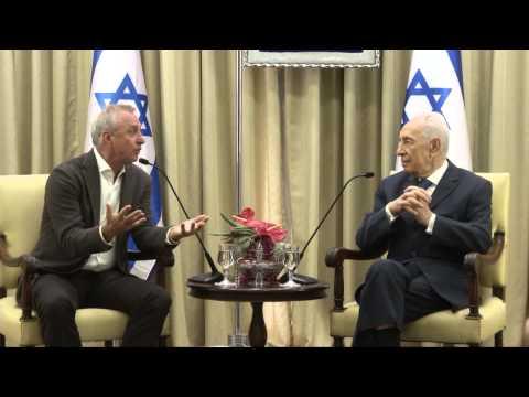 President Shimon Peres meeting with football legend, Johann Cruyff