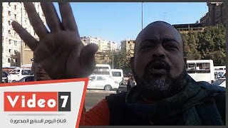 بالفيديو..الحى يزيل زيت الإخوان بكوبرى عرابى وشاهد عيان: الله يخرب بيت أم الإخوان