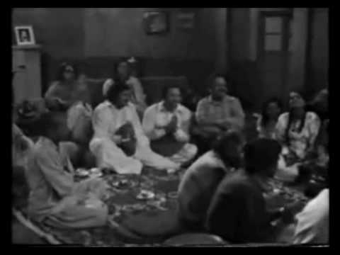 Aye Dil Kisii Kii Yaad Mein - Saleem Raza (ptv Live) video