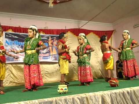 Nrithamadu Krishna Nadanamadu Kanna video
