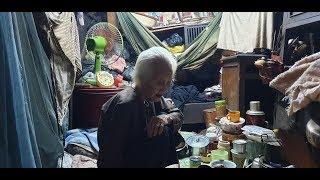 Cụ bà gần 100 tuổi nuôi con gái tâm thần, sống trong căn nhà 4 mét vuông ở Sài Gòn