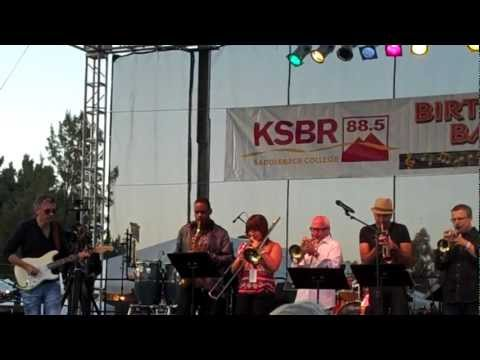 Chris Standring and Rick Braun perform Love and Paragraphs Live at the KSBR BASH