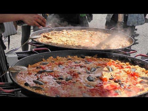 London Street food and Street Music in Portobello Road, Notting Hill