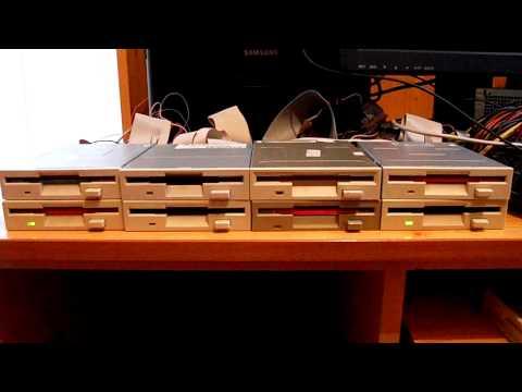 El tema de Piratas del Caribe interpretado por 8 disqueteras