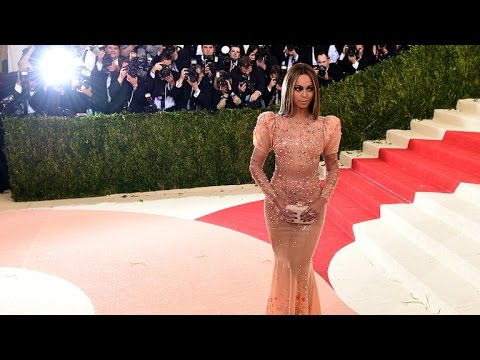 Beyonce Flies Solo to Met Gala, Ditches Jay Z and Wedding Ring