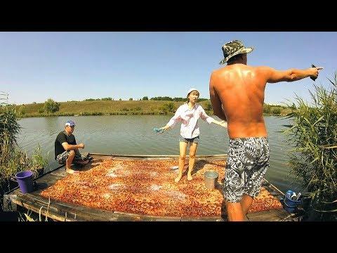 Быдлота на рыбалке стирает ковер