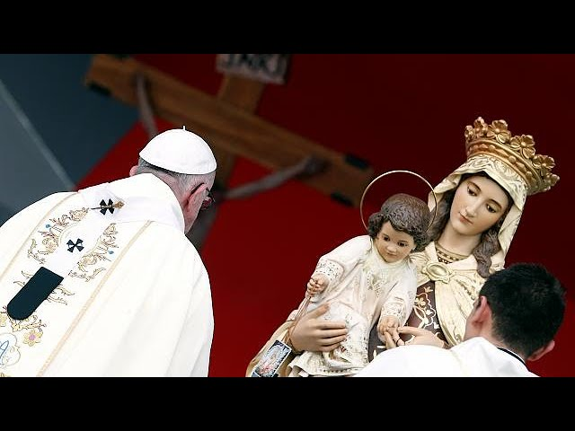 Pope Francis holds mass for Colombia reconciliation