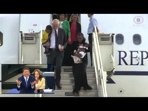Il Presidente del Consiglio Renzi accoglie a Ciampino Meriam con la famiglia