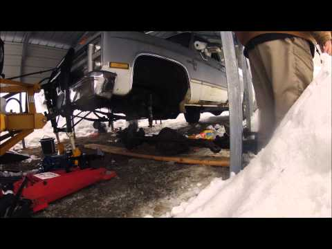 Front Differential Removal 1985 Chevy Silverado 3/4 ton K20 4x4 Diesel Blower Truck Time Lapse