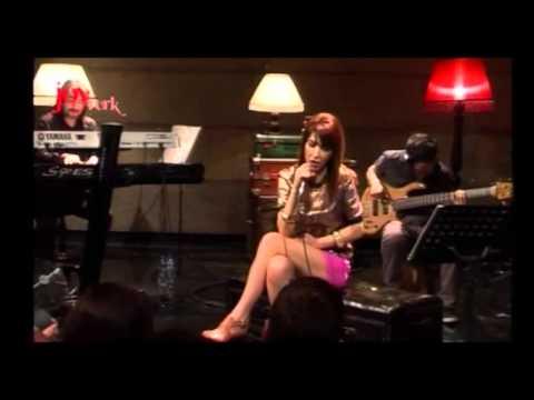 Hande Yener - Bi Gidenimi Var (JoyTürk Akustik Canlı Ferformans)