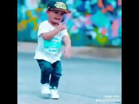طفل جزائري يرقص معا اغنية جزائرية روعه thumbnail