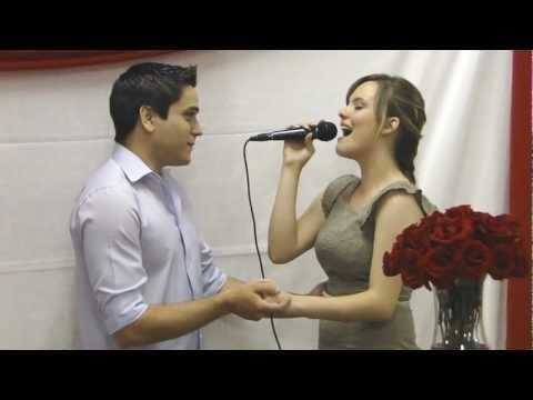 Noiva cantando Jamais deixarei você (Bruna Karla)