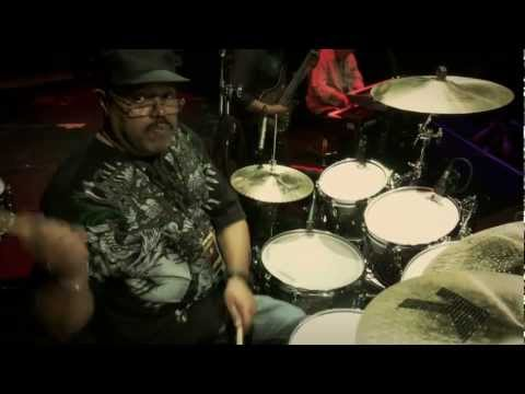 Dennis Chambers � Guitar Center Drum Off 2011 (Part 1)