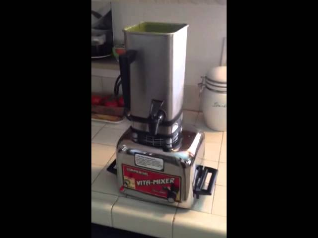 Making a Green Smoothie With Vintage Vita-Mix Vitamix Maxi-4000