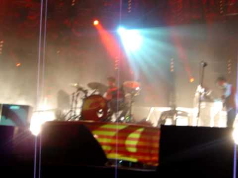 Kaiser Chiefs - Cardiff Arena, Take My Temperature