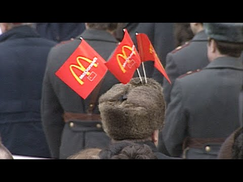 1990: First McDonald's opens in Moscow