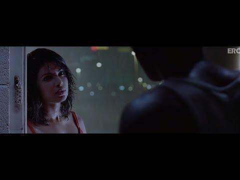 Ranbir Kapoor & Priyanka Chopra get intimate - Anjaana Anjaani...