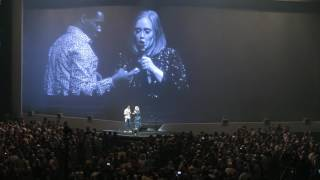 Download Lagu Adele invites a fan on stage and receives a surprise snogging Gratis STAFABAND