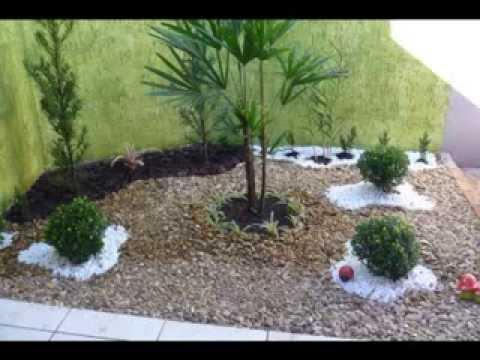 Ornamentação de jardim com pedras