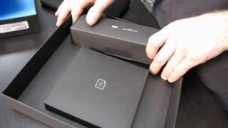 Blackberry Playbook 7 Tablet PC Unboxing Linus Tech Tips