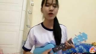 Em bé xinh đánh guitar và hát rất hay | Clip Xôn Xao
