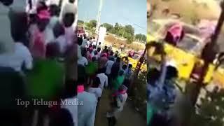 మందు కోసం TRS నాయకులు ఎలా కొట్టుకుంటున్నారో చూడండి | See TRS Leaders Behaviour | Top Telugu Media